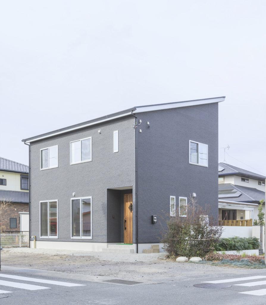 富士市 明るいリビング~くつろぎの和室がある家